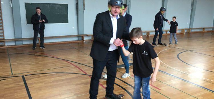 Stiftung zu Besuch bei den Neonboards