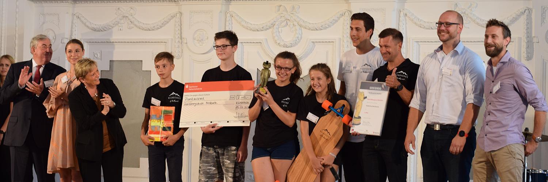 Neonboards erhalten Würth Bildungspreis