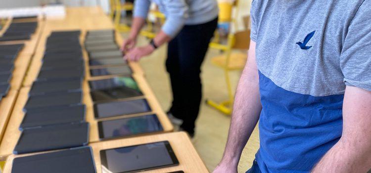 Hopp Foundation spendet neue iPads für das HomeSchooling